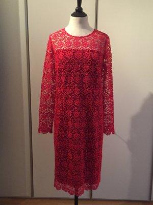 Etui-Kleid aus roter Spitze