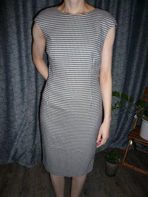 Etui-Kleid von Zara schwarz-weiß