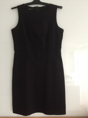 Etuikleid der Top Marke Blacky Dress