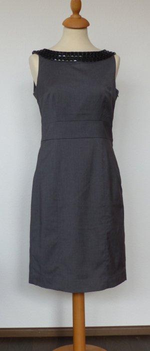 Etuikleid H&M Gr. 38, grau mit schwarzen Applikationen