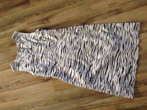 Etuikleid mit Zebraprint, aufwändig verarbeitet