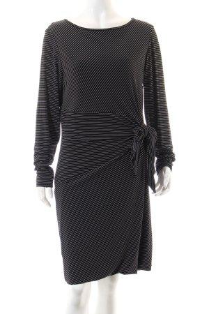 Evelin Brandt Berlin Etuikleid schwarz-weiß Streifenmuster Elegant