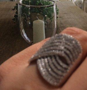 Exclusiver Silber Ring mit funkelnden Steinchen besetzt