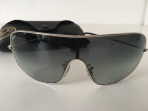 Exklusive Sonnenbrille von Ray BAn