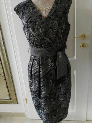 Exklusives Kleid in Größe (38)