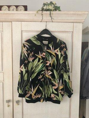 Exotische seidige Blousonjacke von Zara