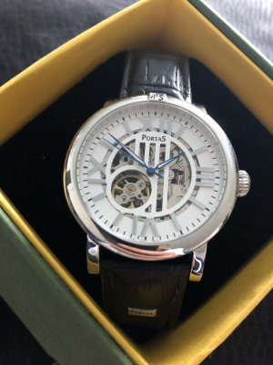 Extravagante Armbanduhr