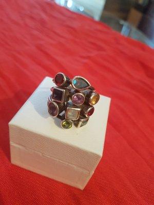 extravaganter Ring mit Halbedelsteinen