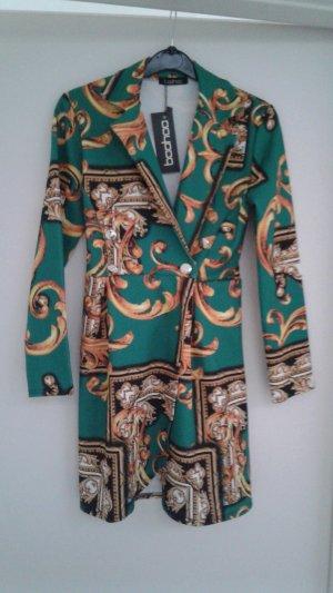 Extravagantes Blazerkleid im Versace Muster