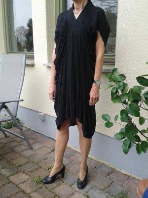 Extravagantes Designerkleid von...in leichter Bauwolle. Leicht wie eine Wolke.