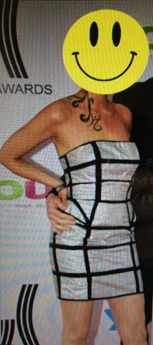Extravagantes Kleid im Rihanna Stil