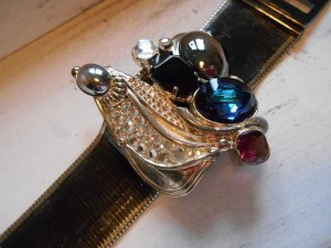 Armlet multicolored metal