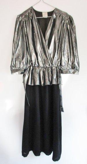EXTREM 80er Jahre Vintage Abendkleid Silber Schwarz Größe 40 42 Muster V-Neck Rüschen Lurex Metall Glanz Kleid Schößchen Midikleid Partykleid