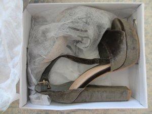 *** Fabelhaftes Plateau-Sandaletten aus Samt ***