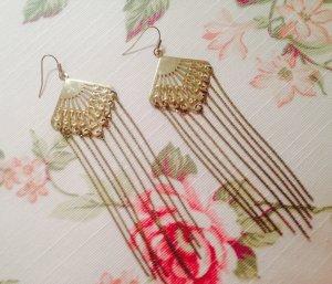 Fächer- Ohrringe mit Goldenen zarten lang hängenden Fäden