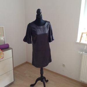 Fällt wie Seide Kleid in schwarz