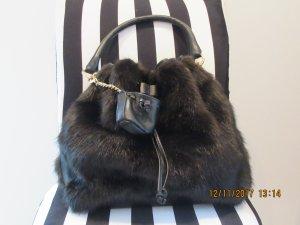 Fake fur Beuteltasche von Zara in dunkelbraun Tasche Beutel