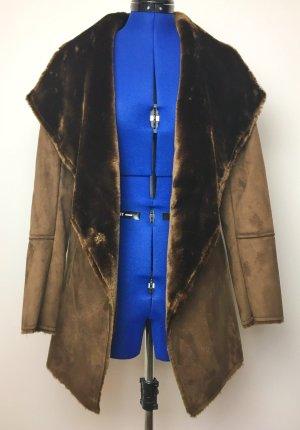 Next Abrigo de piel sintética marrón oscuro