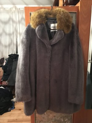 Fake Fur Mantel von Essentiel Antwerp