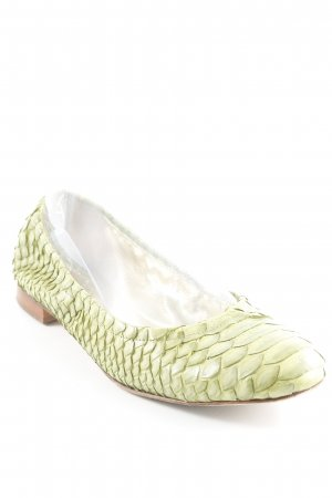 Bailarinas plegables verde hierba look casual