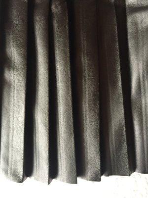 Faltenrock aus Lederimitat