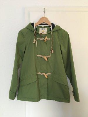 Farbenfrohe Jacke für regnerische Tage