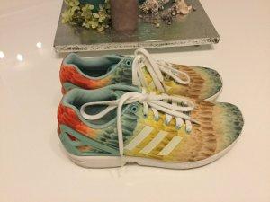 Farbenfrohe Sneaker von Adidas