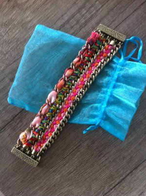 farbenfrohes Armband mit Magnetverschluss von Jade & Jasper