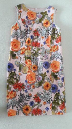 Farbenfrohes Etuikleid mit großem Blumenmuster