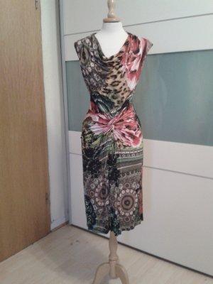 Farbenfrohes Kleid mit tollen Drapierungen und Wasserfallausschnitt