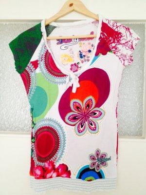 Farbenfrohes T-Shirt