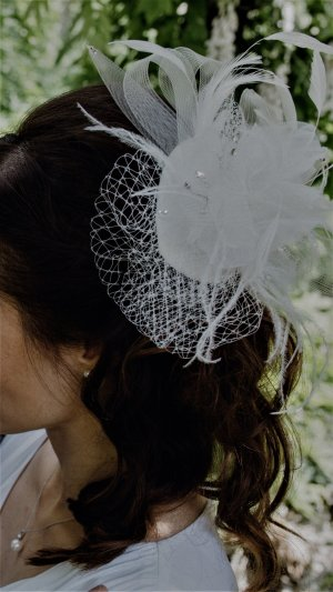 Fascinator weiß - toller Haarschmuck für Hochzeit/Ball