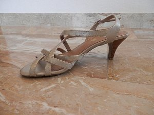 s.Oliver Strapped High-Heeled Sandals gold-colored