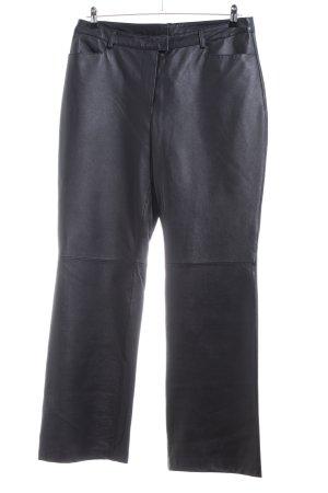 Fashion concept Pantalón de cuero negro estilo fiesta
