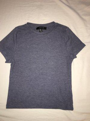 Fast bauchfreies T-Shirt
