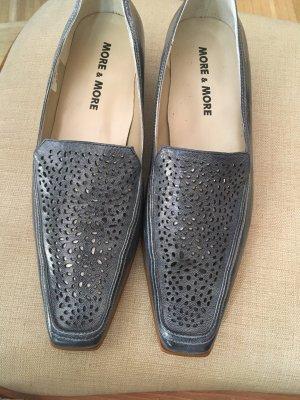Fast neue Schuhe mit Etikett