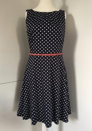 Fast noch wie neu - Gepunktetes Kleid mit Gürtel von Comma / Gr. 40 (NP 119,00 €)