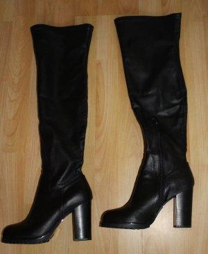 Fast wie neu: Schwarze Overknee-Stiefel von Buffalo