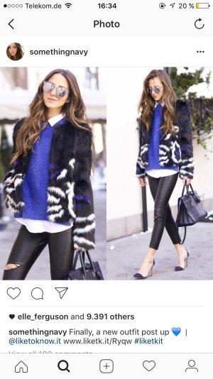 Faux Fur Jacke schwarz, blau, weiß von Guess