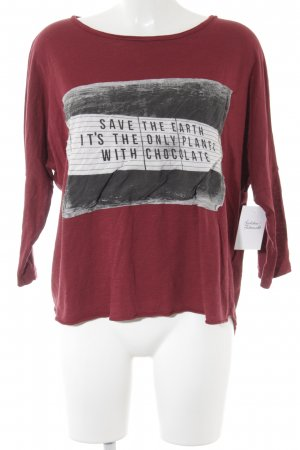 FB Sister Oversized Shirt dunkelrot Motivdruck Street-Fashion-Look
