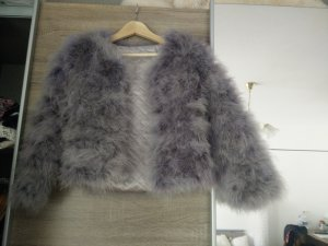 Feather jacket in grau/blassviolet // flauschige Jacke in federoptik