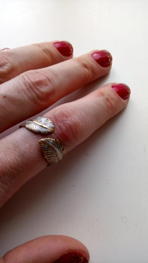 Ring white-gold-colored
