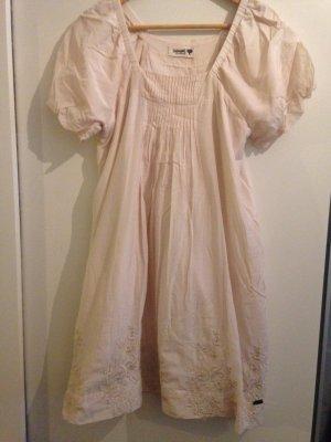 Feenhaftes, aufwändiges Kleid von Nümph