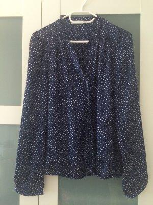 Feine blaue Bluse mit weißen Punkten