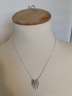 Feine Halskette