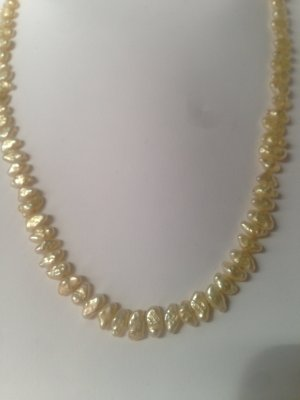 Collar de perlas blanco puro-marrón arena