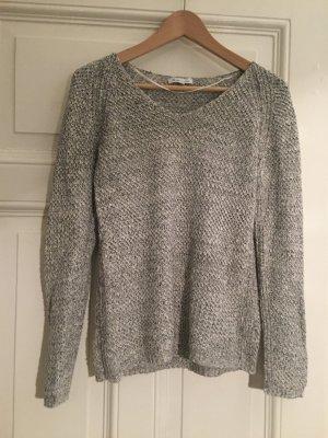 feiner Pullover mit V-Kragen