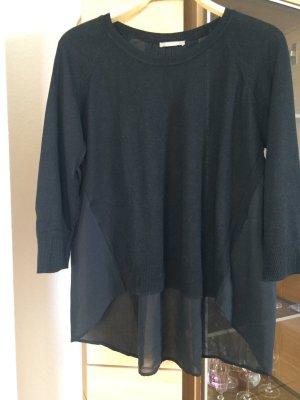 Feiner schwarzer Pullover mit Chiffonrücken
