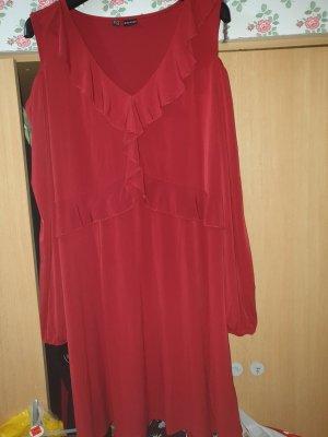 Feines Kleid mit Rüschen und Cut-Outs an den Ärmeln