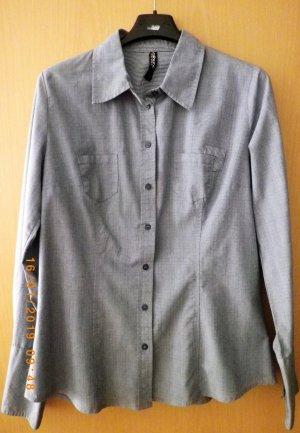 feinkarierte Bluse in Blautönen
